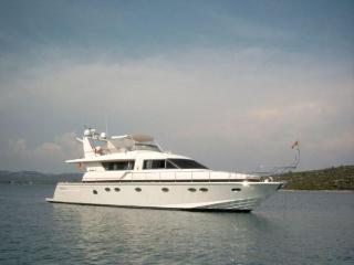 Bed & Yacht, Glyfada