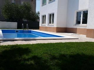 Apartments Karadza 2 With Pool