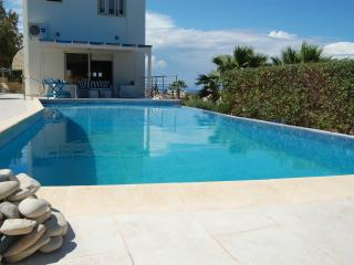 DOUVIL01 - 3 Bed Villa in Protaras Amazing Views
