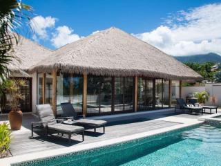 Paradise Beach Villa - 3 Bedrooms - Garden, Charlestown