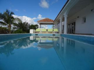 Summer Hill - Ideal for Couples and Families, Beautiful Pool and Beach, Simpson Bay