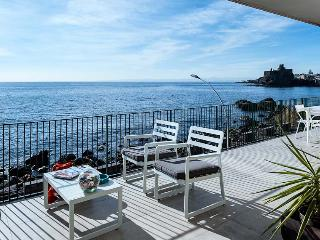 Casa Bliss vacation holiday apartment rental, sicily, catania, near acireale, sea front, sea views, air conditioning, short term lo, Acireale