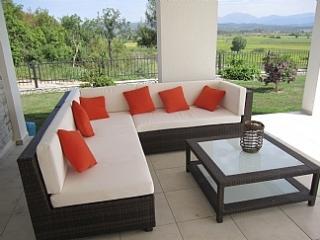 Luxury 4 Bed Villa - Private Pool & Garden
