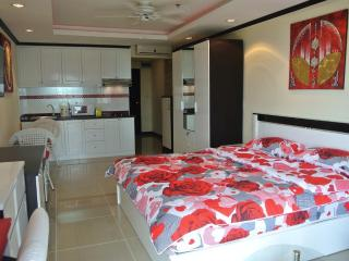 Seaview top floor studio at Jomtien JBC S2 F16 R42, Pattaya
