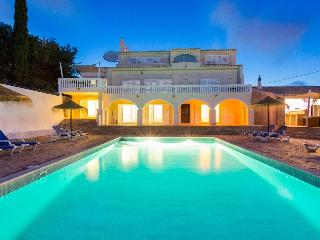 P21611  Quinta Oceane is a huge stylish villa with a luxurious atmosphere