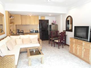 Large 2 bedroom condo at Jomtien (Majestic F5 R458, Pattaya