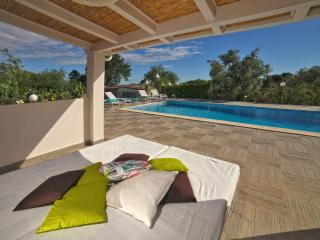 TRULLI DORO with pool near Castellana Grotte