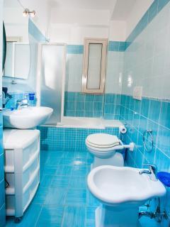 bagno con vasca/doccia 2° piano