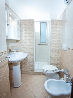 bagno con doccia 1° piano