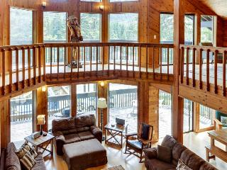 Enormous home w/space for 24, private hot tub & sauna!, Government Camp
