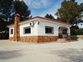 Amazing house with swimming pool close to Xativa, La Drova