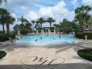 3 Bed Condo - Gated Resort - Extensive Facilities, Kissimmee