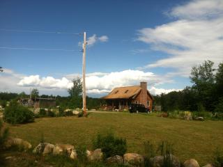 Family Friendly Cozy Farm Log Cabin, Wolfeboro