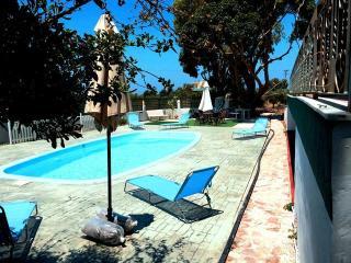 Orchard Pool Villa Kalavrda, two mins to beach, Fanes