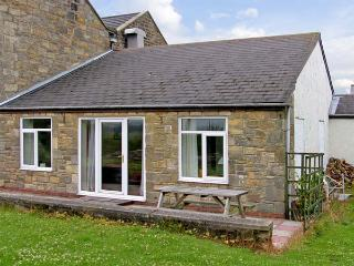 DOVE COTTAGE, pet-friendly, with a garden in Acklington, Ref 926781
