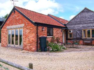 KEEPER'S COTTAGE, semi-detached, single-storey, parking, private patio, in Mere, Ref 924660