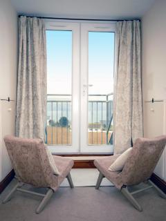 Welsh coastal holiday home with panoramic sea views