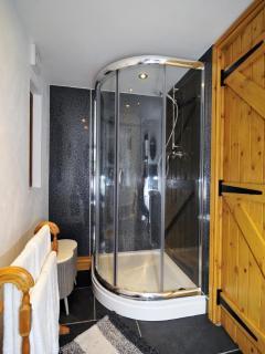Master bedroom en-suite bathroom on ground floor