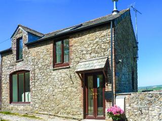 THE LINNEY, rural retreat with valley views, WiFi, garden, king-size bed, in Chilsworthy, Ref 912350