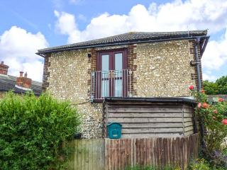 THE GRANARY, apartment, pet-friendly, open plan, nr Henfield, Ref 921932