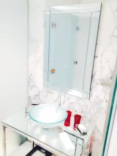 Large white and glass marbal bathroom