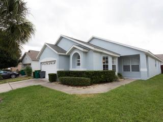 Our Sunshine Villa - Minutes from parks!, Kissimmee