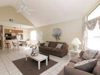 Pet-Friendly, Bargain Vacation Condo located near, Kissimmee