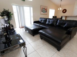 Spacious elegant 3/2 Large pool at Cumbrian Lakes, Kissimmee