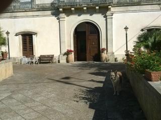 Due camere e bagno in un antico palazzo, Vignacastrisi