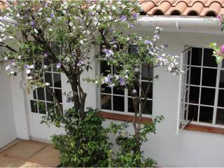 BEAUTIFUL1 BEDROOM FURNISHED AND SERVICED COTTAGE