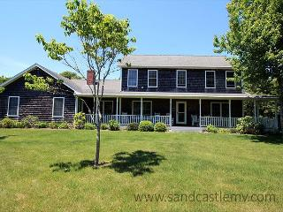 LOVELY KATAMA FARMHOUSE/COLONIAL LOCATED CLOSE TO SOUTH BEACH