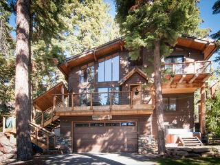 West Court - Contemporary 3 BR with Hot Tub, Pet-Friendly & Walk to Lake!, Carnelian Bay