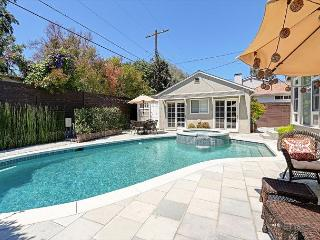 3BR/2BA House, Backyard Pool & Jacuzzi, Walk to Trader Joes, Sleeps 6, Los Ángeles