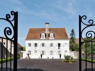 VILLA SAUNIERES (officiel), Verdun-sur-le-Doubs