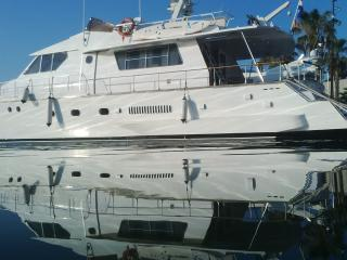 Motor Yacht 21M,4 cabins,3 baths.Car available, Barcelona