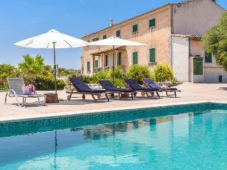 Majorcan villa with beautiful pool and terrace, Petra
