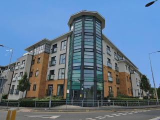 Grays: Beautiful 2 Bedroom Apartment in Grays