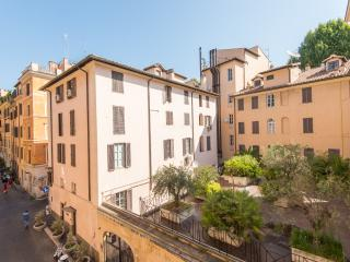 Spanish Steps Large Comfortable Apartment, Roma