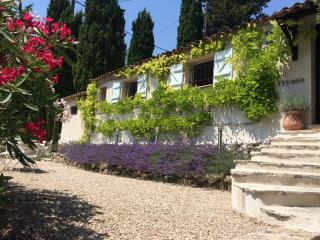 STYLISH STUDIO 8 MIN WALK FROM VALBONNE VILLAGE
