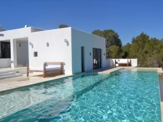 5 bedroom Villa in Cala Tarida, Ibiza, Ibiza : ref 2246711