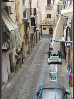 Via vanni dal balconcino...vicino pub,ristoranti,pasticcerie,gelaterie