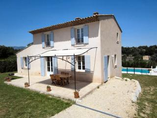 VacanceLuberon,fr gîte avec piscine privée, La Tour d'Aigues