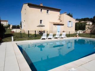 VacanceLuberon,fr maison classée 4 épis de 120 m2 avec piscine privée, La Tour d'Aigues