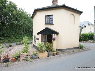 Toll House, Exebridge - Unique property ideal for exploring Exmoor - sleeps 2