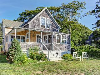 Classic oceanfront cottage w/ ocean views & entertainment - walk to beach!, East Boothbay