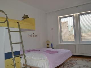 Apartment TILEVI 3 (old town/center)