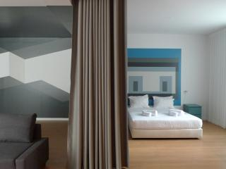 Un-Almada House 1.4, Oporto