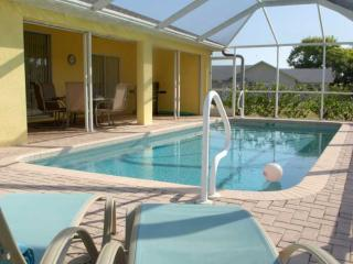 Villa Yellow Hibiscus - beautiful SW Cape Coral