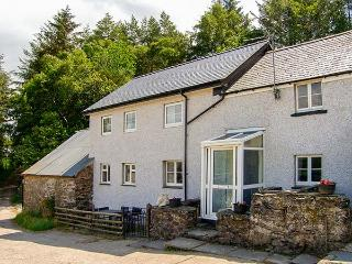 BWTHYN FED'WR GOG, farmhouse, three bedrooms, woodburner, enclosed patio, near