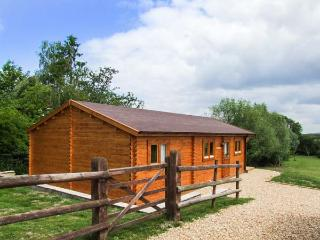 PENNYLANDS WILLOW LODGE, two en-suite bedrooms, WiFi, pet-friendly lodge on edge of Broadway, Ref. 915108, Childswickham